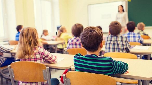 Завтра учні черкаських шкіл повернуться до навчання