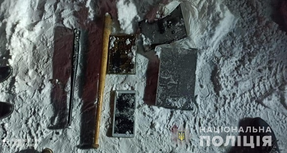 Вибили двері, побили господаря та викрали гроші: на Черкащині затримали трьох чоловіків