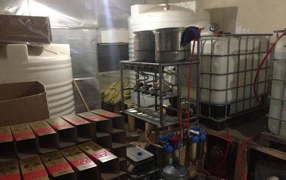 На Черкащині викрили угрупування, яке незаконно виготовило 20 тисяч літрів спирту