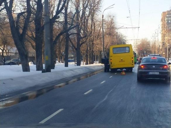 В автобуса в центрі Черкас відпало колесо (ВІДЕО)