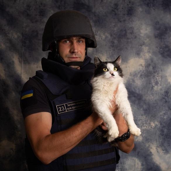 Рятувальники з котиками: у Черкасах провели благодійну фотосесію