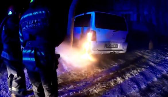 Імовірно підпал: у Черкасах під час стоянки загорівся автомобіль