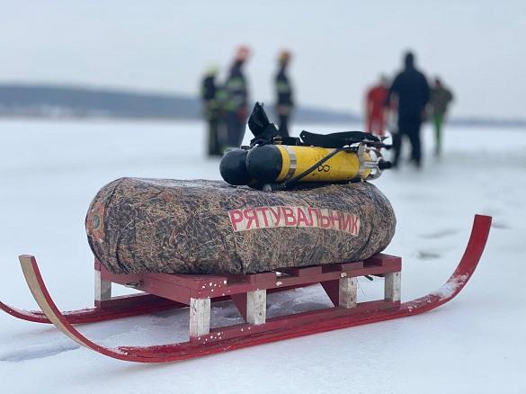 На Дніпрі в Черкасах під лід провалився чоловік