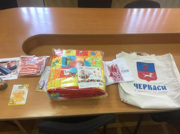 Більше тисячі черкаських сімей отримали пакунок малюка