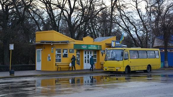 Наскрізна дірка в автобусі, немає решти та лише сидячі місця: як черкащанам поскаржиться на роботу транспорту