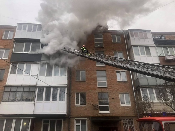 У Черкаській області врятували двох дітей з вогню