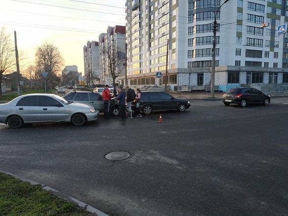 На перехресті в Черкасах зіштовхнулись чотири автомобілі (ФОТО)