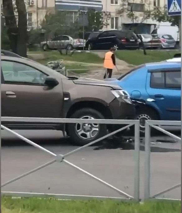 На перехресті зіштовхнулись два автомобілі в Черкасах (ФОТО)