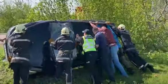 На Черкащині сталася аварія: автомобіль перекинувся (ВІДЕО)