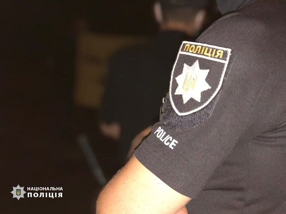 На Черкащині затримали чоловіка, який погрожував жінці та з металевим прутом напав на поліцейського