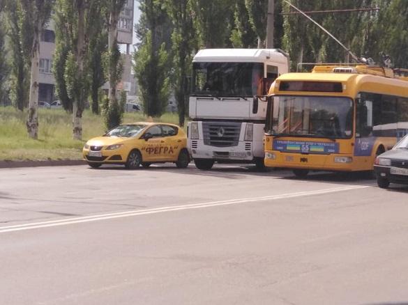 У Черкасах навчальний автомобіль зіштовхнувся з вантажівкою (ФОТО)