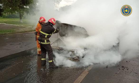 У Черкаській області загорівся автомобіль