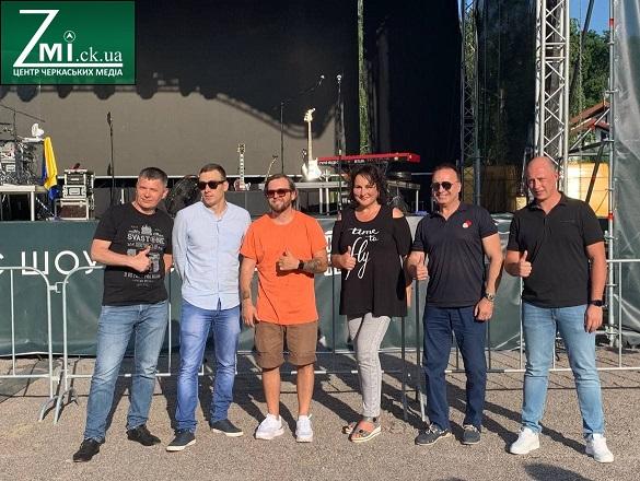 Зорі запалали: в Черкасах відбувся соціальний концерт гурту