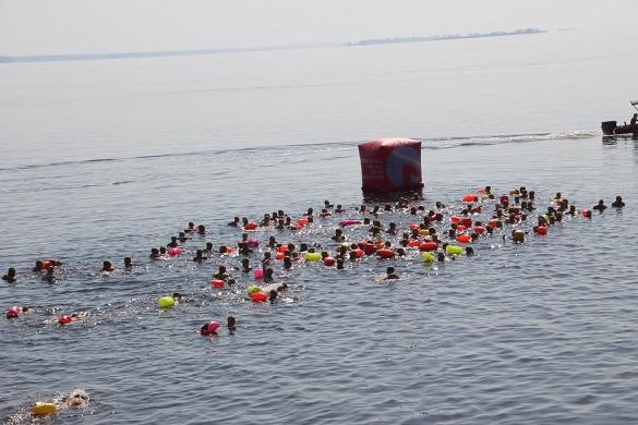 Наймасовіший заплив: у Черкасах втринадцяте перепливали Дніпро (ФОТО)