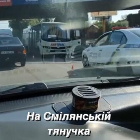 У Черкасах автобус збив жінку на велосипеді: її госпіталізували