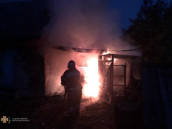 Через замикання проводки на Черкащині загорівся автомобіль