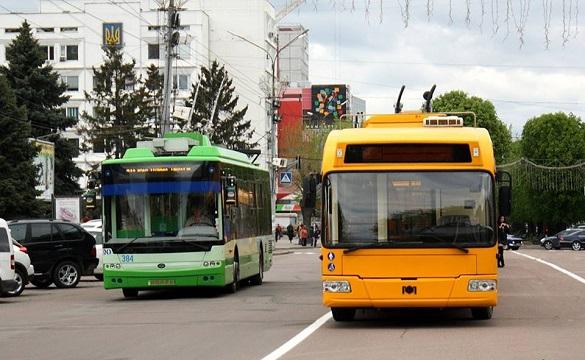 Через ремонт тепломережі деякий транспорт у Черкасах курсуватиме за зміненим маршрутом