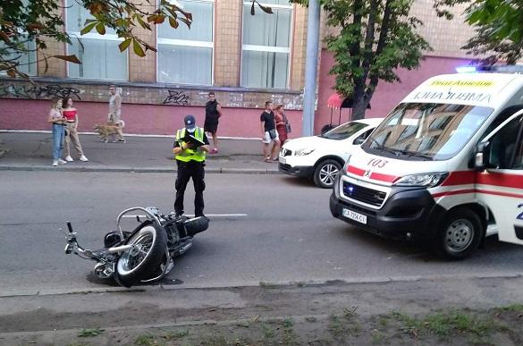 У центрі Черкас під колеса мотоцикла потрапила жінка: вона в лікарні