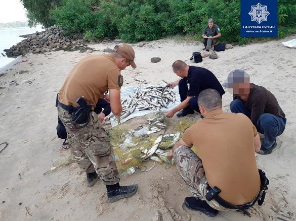 Біля Канева зловили браконьєра, який наловив риби на понад 100 тисяч гривень (ФОТО)