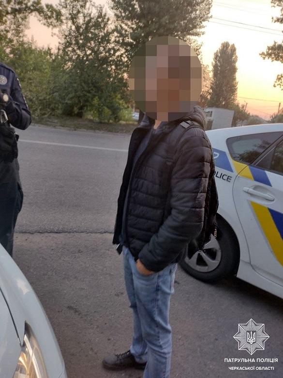 За вихідні в Черкасах патрульні виявили двох чоловіків із наркотиками