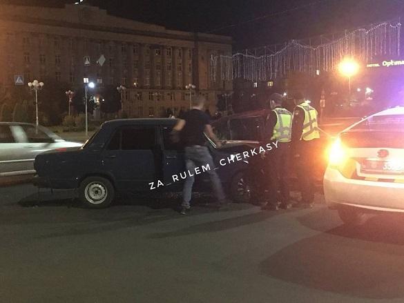 У центрі Черкас сталася аварія: не розминулись два автомобілі