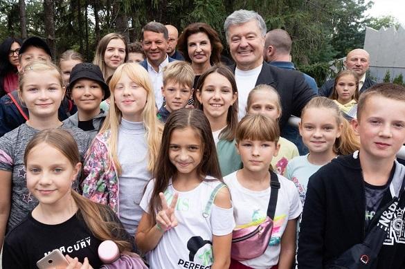 Як Порошенко, Сущенко та Бондаренко школярам екскурсіюв зоопарку проводили