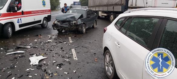 Під Черкасами сталося дві аварії: серед постраждалих вагітна жінка (ФОТО)