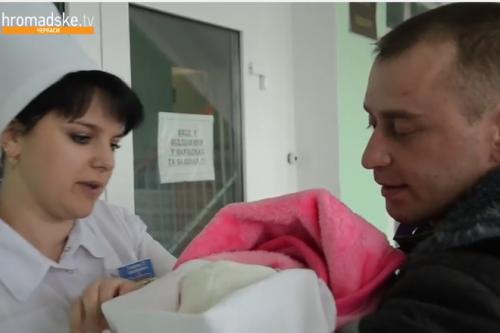 Боєць приїхав на день з АТО побачити новонароджену доньку (ВІДЕО)