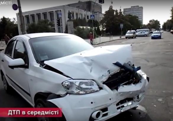 У центрі Черкас сталася аварія, дві машини побиті (ВІДЕО)