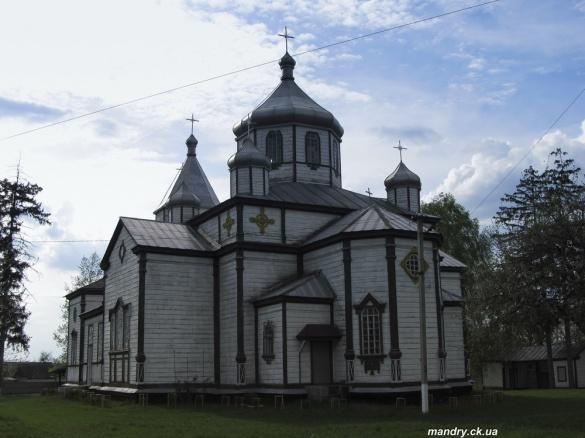 10 надзвичайно красивих дерев'яних церков Черкащини (ФОТО)