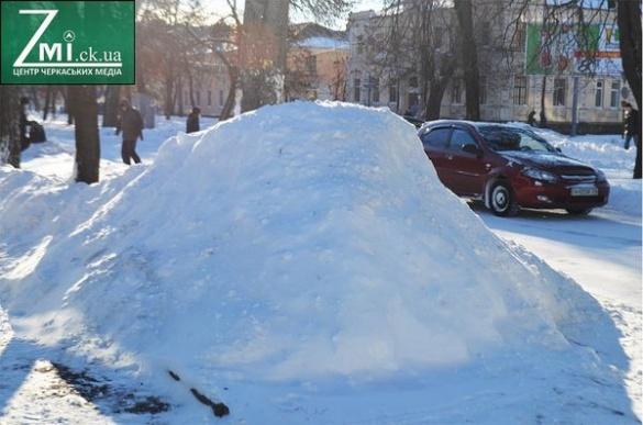 """Веселий період. 8 проблем, які """"оголив"""" у Черкасах великий сніг"""
