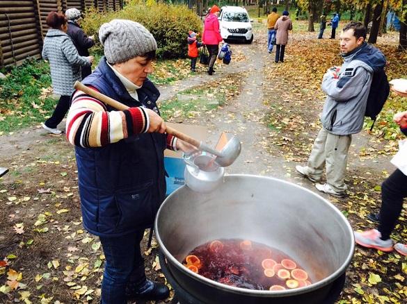 Смачна їжа, естафети та майстер-класи: у черкаському парку закрили парковий сезон (ФОТО)