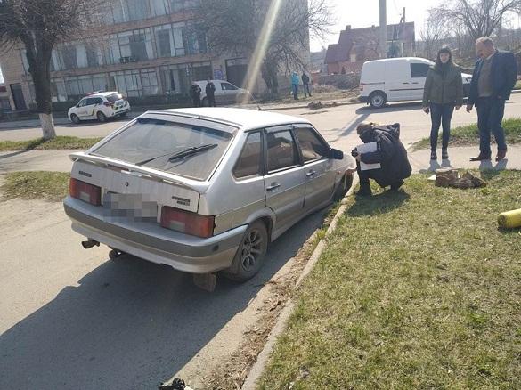 На Черкащині провалилася під асфальт автівка