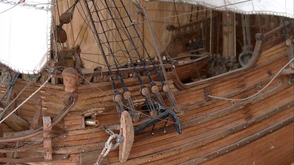 Черкащанин майструє унікальні дерев'яні вітрильники