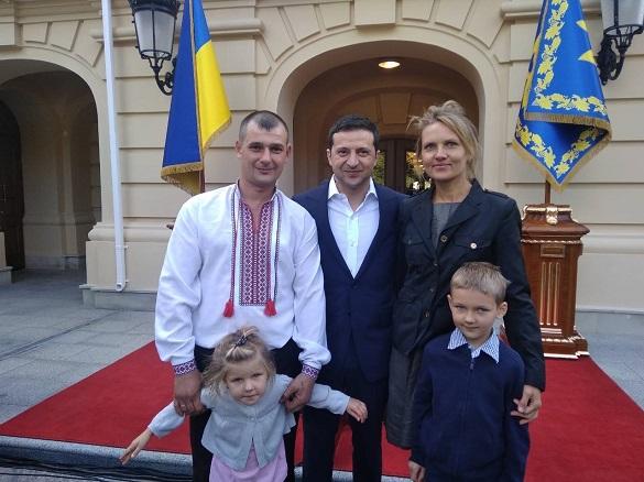 Зеленський нагородив двох черкащан, які врятували життя дівчинки та запобігли масштабній ДТП (фото, відео)
