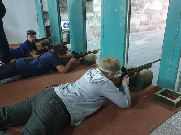 Учнів черкаської гімназії вчили стріляти із гвинтівок (ФОТО)