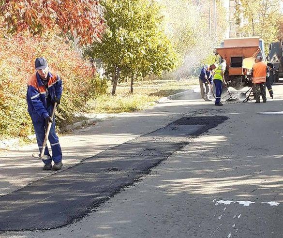 Черкаські комунальники відремонтували декілька доріг (ФОТО)