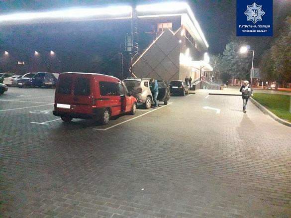 У Черкасах на парковці сталася ДТП за участі двох автівок