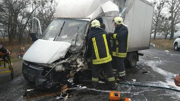 На Черкащині внаслідок ДТП водія автомобіля затиснуло в кабіні (ВІДЕО)