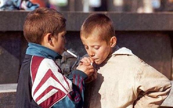 Головний освітянин Черкас спіймав курців біля департаменту (ВІДЕО)