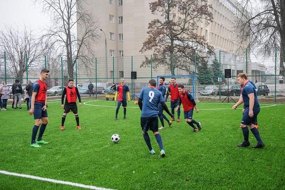 В черкаському виші з'явилося футбольне поле