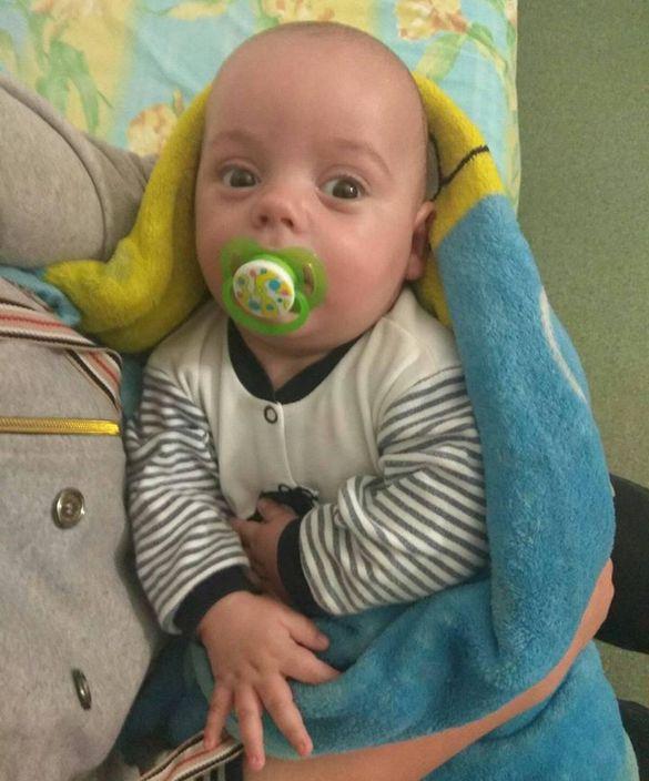 Восьмимісячний малюк, якого врятували під час пожежі на Чигиринщині, досі в лікарні