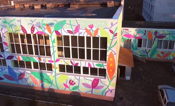 У мережі оприлюднили відео зі створення муралу на черкаській школі (ВІДЕО)