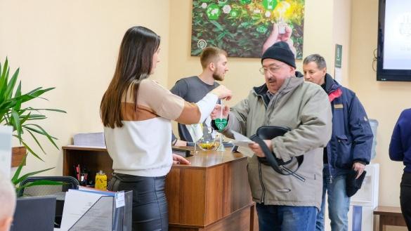 Черкаські енергетики дарували своїм споживачам валентинки (ФОТО)