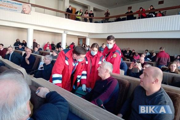 До черкаського депутата прямо під час сесії приїхала швидка (ФОТО)