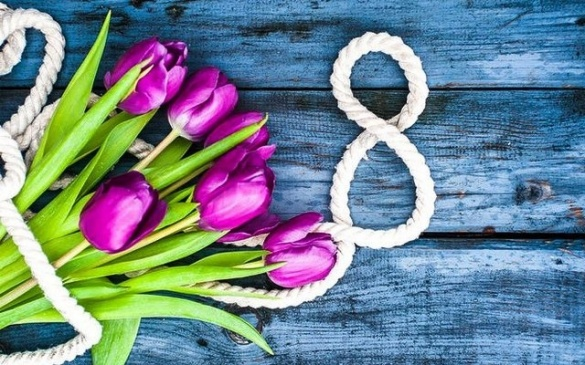 На 8 березня я не чекаю квітів і подарунків, ми не йдемо в ресторан і не запрошуємо гостей