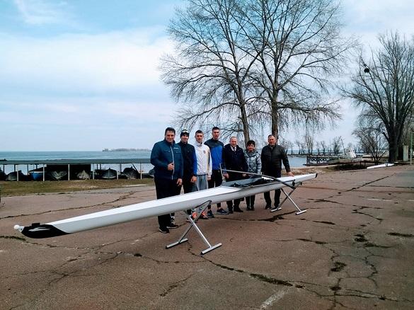 Черкаському веслувальнику придбали новий човен (ФОТО)