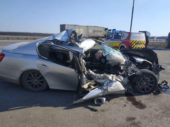 Розбитий вщент Lexus: на Черкащині сталась ДТП