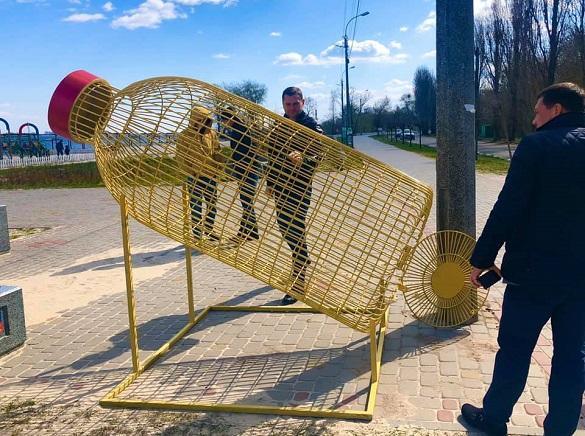 На черкаських пляжах встановили нові сучасні урни (ФОТО)