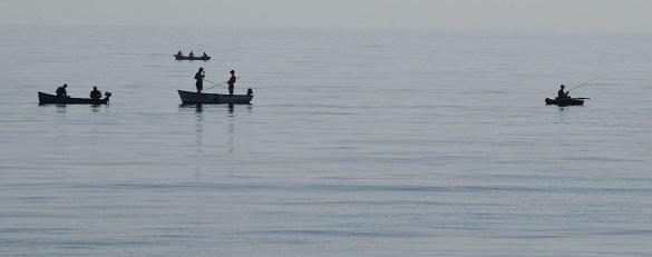 Двоє рибалок у Черкасах втрапили в шторм та не змогли дістатися до берега
